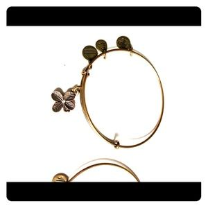 Four leaf clover Alex and Ani bangle